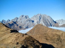 Monte Terzo in primo piano e sullo sfondo il Monte Cogliana