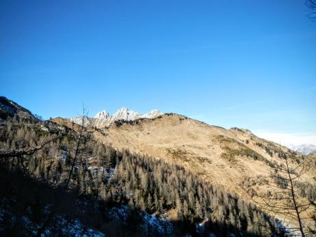 Il Col San Giacomo dal sentiero CAI 210