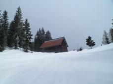 La baita in legno alla sommità della Val Rauna
