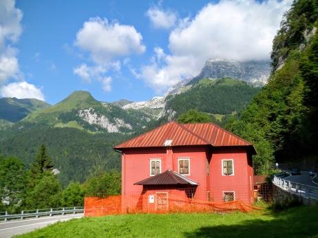 Casa cantoniera sulla strada per passo di Monte Croce Carnico