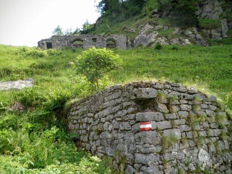 Resti di edifici militari vicino a casera Pal Piccolo