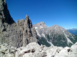Sull sfondo Punta Tre Scarperi