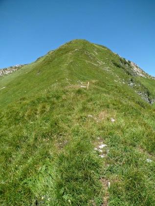 Il sentiero di cresta che porta al monte Lovinzola