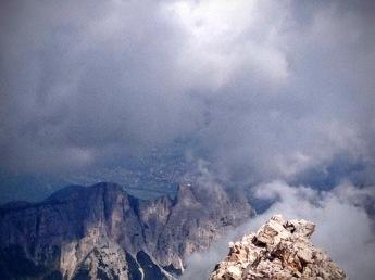 Sullo sfondo Cortina d'Ampezzo.