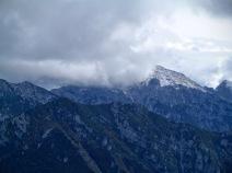 In primo piano il monte Vualt. Sullo sfondo monte Chiavals