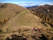 Si scende verso la sella tra Cima Bella e Monte Cocco