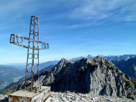 Croce di vetta del Due Pizzi (cima occidentale)