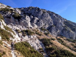 Lungo il sentiero Cai 425 dopo Forcella Forchiadice.