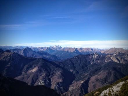 Vista verso le carniche centrali. In fono il massiccio del Monte Coglians.