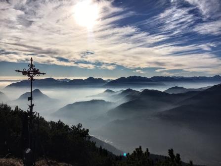 Panorama verso sud dalla vetta del Monte Cucco.