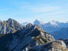 In primo piano monte Gosadon; dietro Mangart
