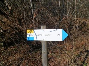 Indicazioni dei sentieri locali per casera Rupeit