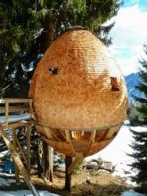 Casetta in legno a forma di uova nei pressi di malga Priu