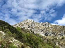 Il Monte Caulana visto dal sentiero Cai 925.