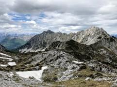 Vista sui monti dell'Alpago.