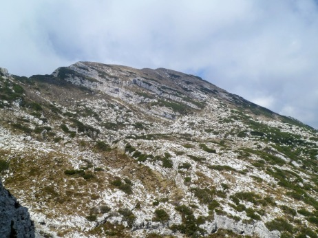 Panorama dalla forcella della Capra verso la cima del monte Raut