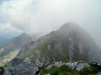 A dx la cima Est del monte Musi
