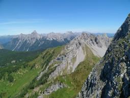 Panorama verso le Dolomiti Pesarine; in primo piano il monte Tudaio di Razzo
