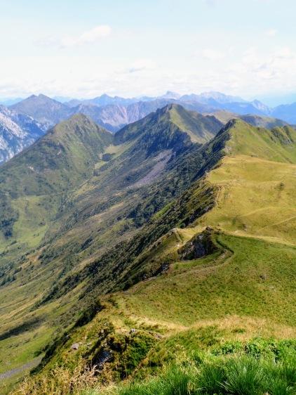 Panorama verso est dal monte Pezzacul