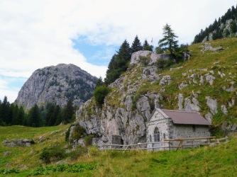 Chiesetta degli alpini nei pressi di casera Palgrande di Sotto