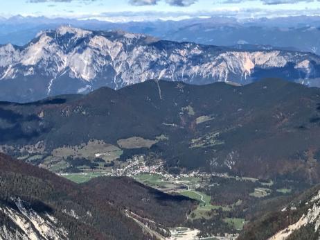 In fondo il Monte Dobratsch in Austria.