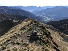 In discesa sulla cresta del Pezzacul