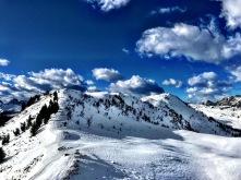 La dorsale del Monte Festons e sullo sfondo il Monte Oberkofel.