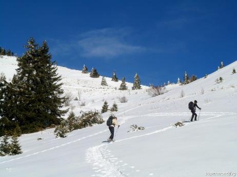 Si sale verso la stazione a monte del vecchio skilift